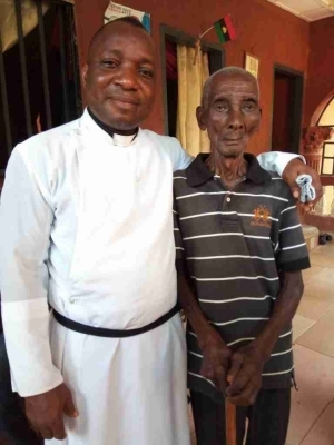 """""""Long Life Is A Reality"""": Nigerian Cleric Meets Man Above 130 Years (Pics)"""